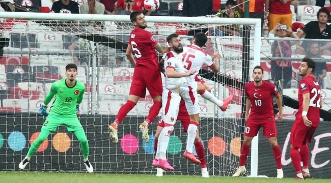 Türkiye Karadağ'dan 90'da golü yiyince kaleci Uğurcan Çakır takımı bırakıp gitti